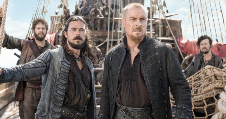 Long John Silver (Luke Arnold) and Captain Flint (Toby Stephens) in Black Sails