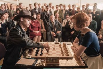 Benny Watts (Thomas Brodie-Sangster) and Beth Harmon (Anya Taylor-Joy) play chess for the U.S. Open Championship in Las Vegas in episode 3 of The Queen's Gambit
